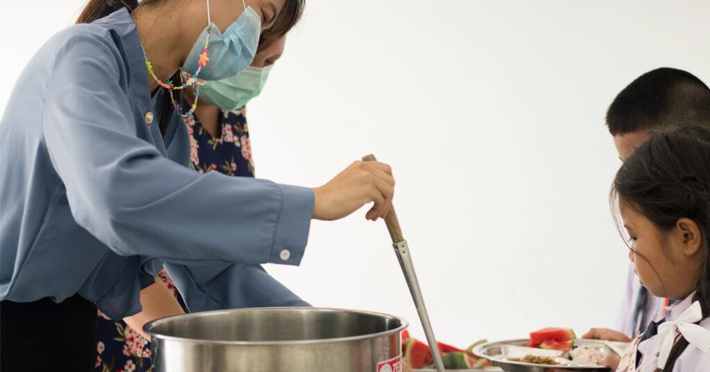 'อาหารกลางวัน' คือสื่อการเรียนรู้ที่ทำให้ท้องและสมองของเด็กอิ่ม : โรงเรียนแพรกษาวิเทศศึกษา