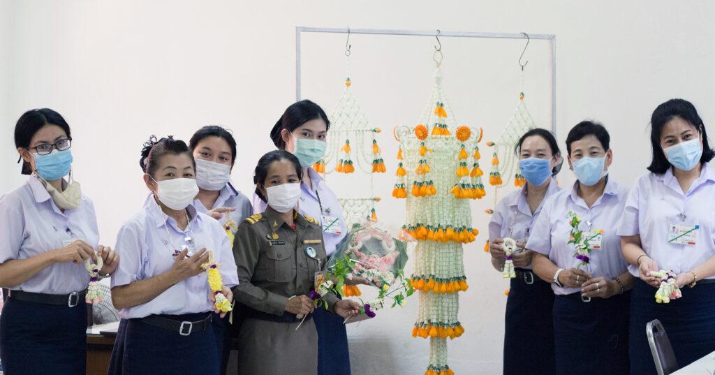 ทำอาหาร ปักสะดึง ร้อยดอกไม้ อัปสกิลกุลสตรีไทยที่โรงเรียนช่างฝีมือในวัง (หญิง)
