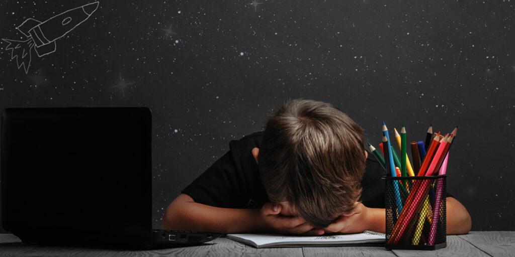การเรียนออนไลน์ : สมองของเด็กที่ชำรุดและสุขภาพจิตที่แปรปรวนของพ่อแม่